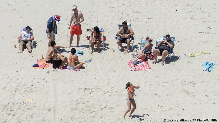 USA Gouverneur Chris Christie mit Familie am Strand der offiziellen Sommerresidenz