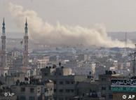 Rauch über Gaza-Stadt nach einem israelischen Bombardement  (Foto: AP)