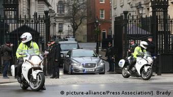 Να συμβιβάσει τα ασυμβίβαστα επιδιώκει η Downing Street