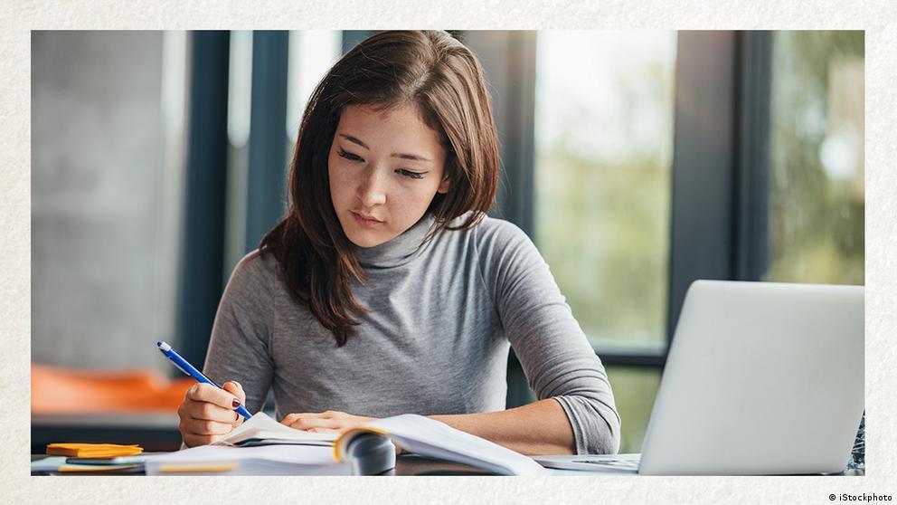 Deutschkurse | Wortschatz | WBS_Foto_Studentin