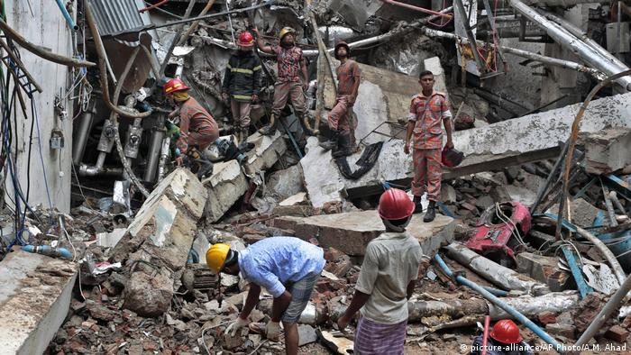 Bangladesch Unfall in Textilfabrik nahe Dhaka (picture-alliance/AP Photo/A.M. Ahad)