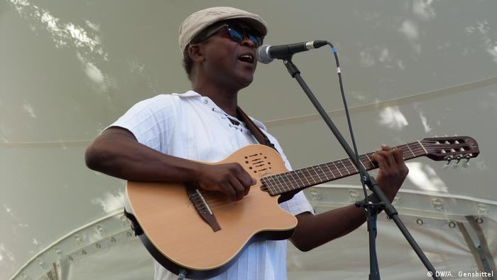 Tibau Tavares, músico de Cabo Verde no Africa Festival em Würzburg, Alemanha