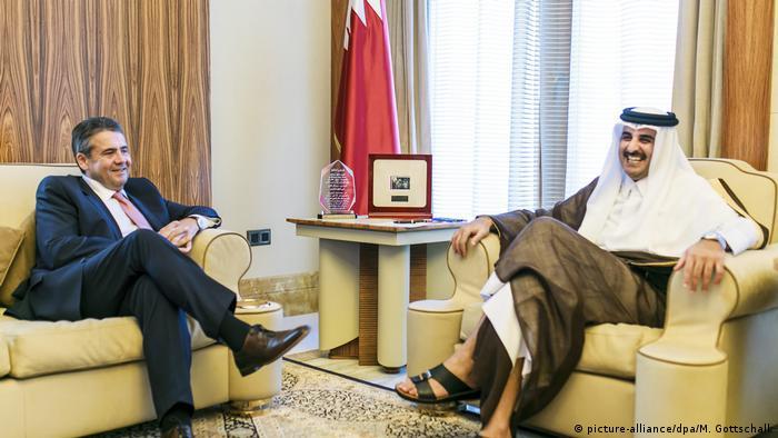 German Foreign Minister Sigmar Gabriel in Doha, meeting Qatari Emir Tamim bin Hamad Al Thani. Photo: Michael Gottschalk/photothek.net/dpa