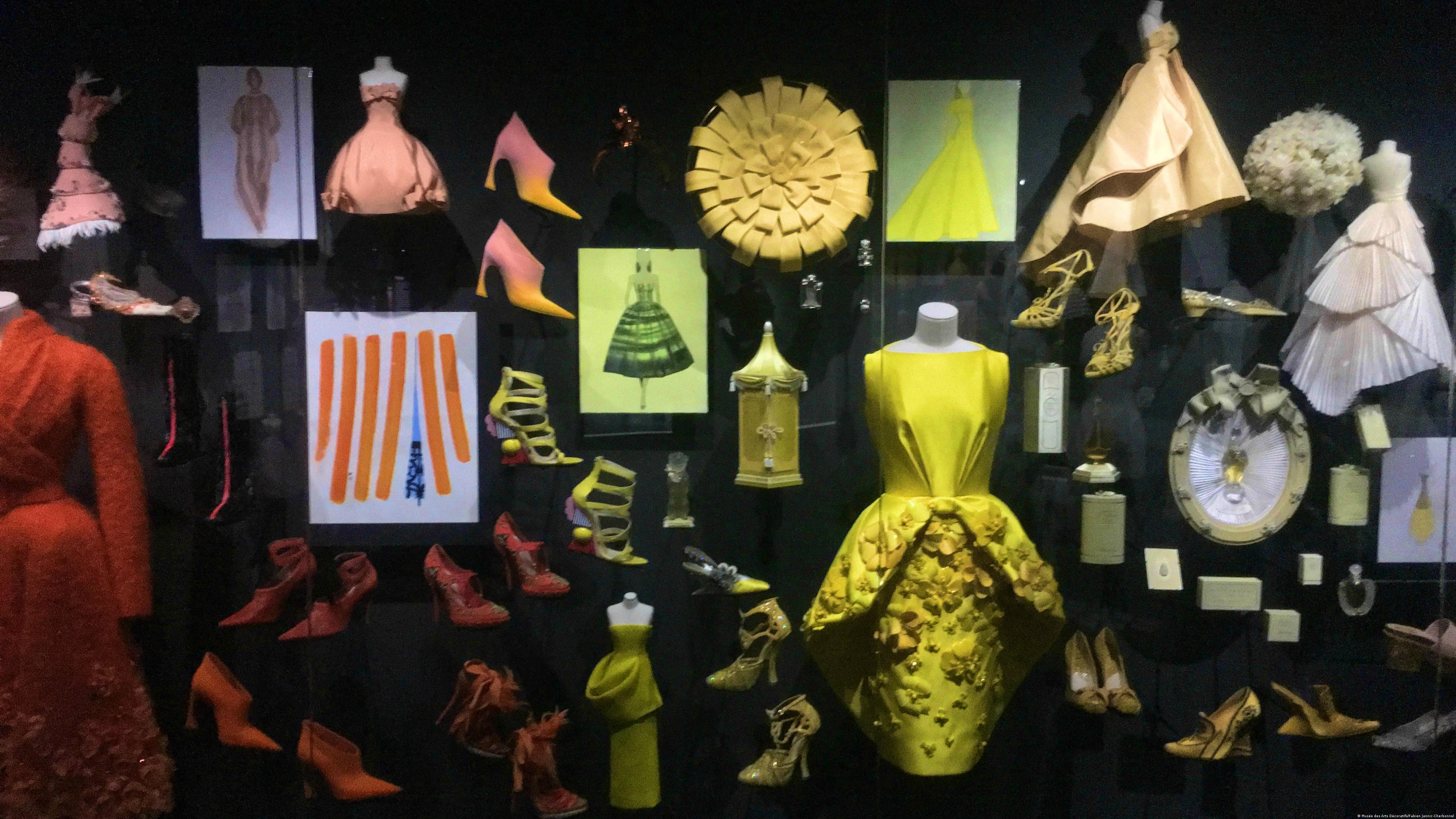Formen, Farben, Kurven: 70 Jahre Christian Dior - eine Retrospektive ...