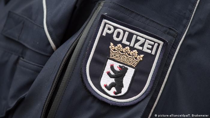 Berlin police badge (Picture alliance/dpa/T. Brakemeier)