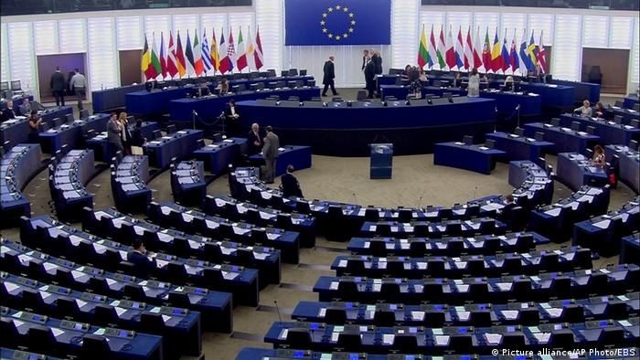 Jean-Claude Juncker calls near empty European Parliament ′ridiculous′ | News | DW | 05.07.2017
