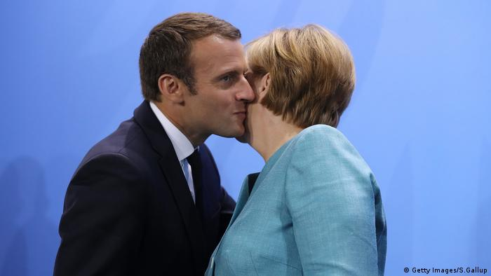 DayFrench Kissing In Germany Headway Greeting Makes International dxWroeCBQ