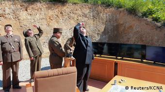 Ким Чен Ын следит за тестовым запуском ракет