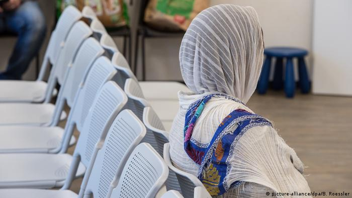 A Somali women at an asylum center in Germany (picture-alliance/dpa/B. Roessler)