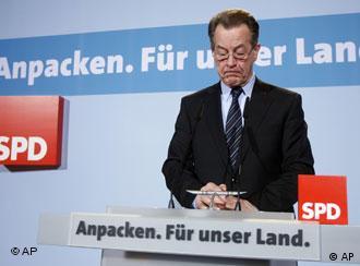 Franz Müntefering am Wahlabend im Willy-Brandt-Haus (Foto: AP)