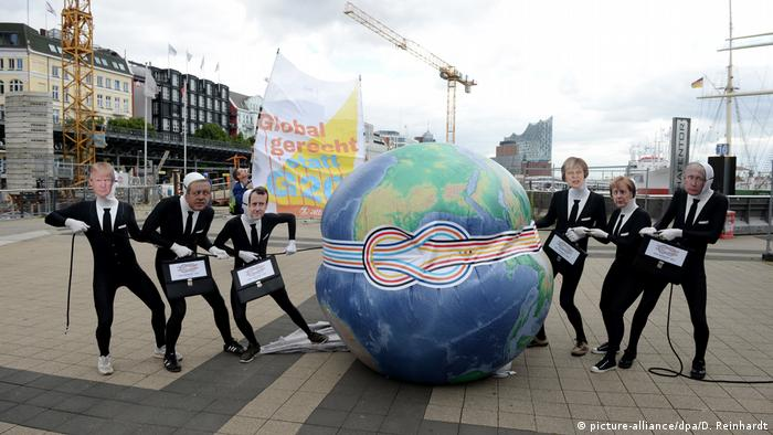 Hamburg: G20 protesters wearing masks with faces of global leaders