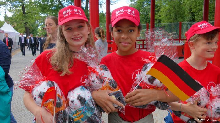 Deutschland Berlin - Pandadiplomatie am Berliner Zoo mit Merkel und Xi Jinping (DW/C. Xiaowei)