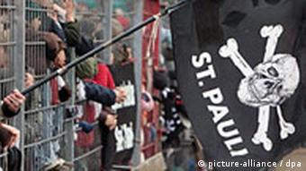 Störtebeker has even inspired soccer - here, a flag for the St. Pauli team