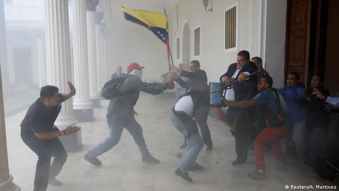 Venezuela Sturm des Parlaments durch Anhänger von Nicolas Maduro