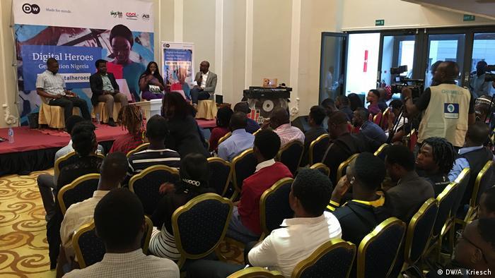 Nigeria Lagos - Blogger aus Nigeria debattieren über soziale und traditionelle Medien