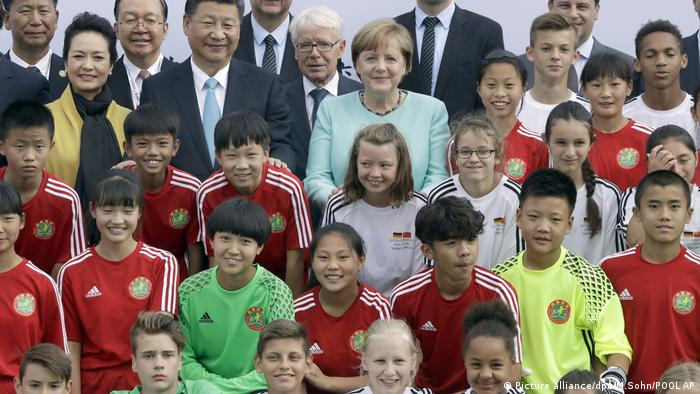 Berlin Fußball U12 Deutschland vs. China | Xi Jinping & Angela Merkel (Picture alliance/dpa/M.Sohn/POOL AP)