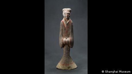 Painted tone statue depicting a servant, Western Han Dynasty, 206 BC until 8 AD (Foto: Shanghai Museum)