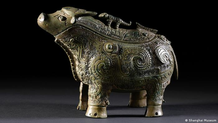 Wine jar in the form of an ox, bronze, late Shang Period, 13th–11th century BC) (Foto: Shanghai Museum)