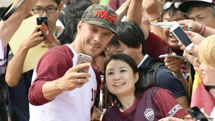 Japan Lukas Podolski Ankunft in Kobe (Imago/Kyodo News)