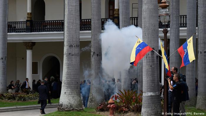 Venezuela Überfall auf Parlament (Getty Images/AFP/J. Barreto)