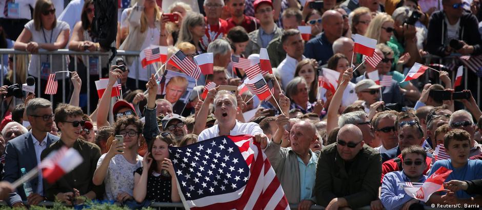 Atmosfera entre espectadores em Varsóvia era francamente pró-Trump