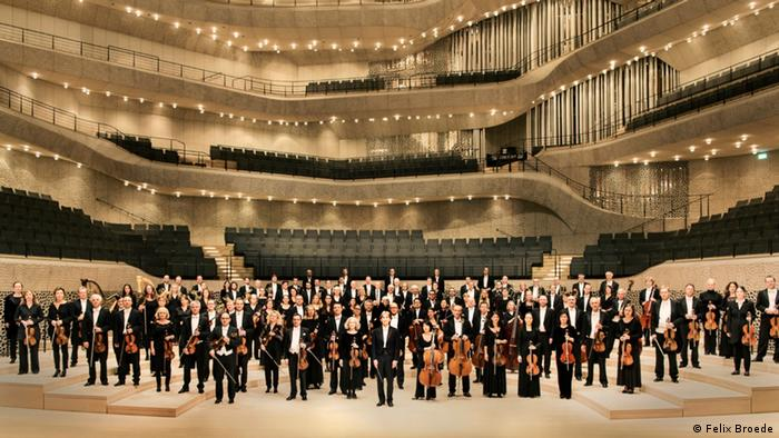 The Hamburg Philharmonic State Orchestra and principal conductor Kent Nagano (Felix Broede)