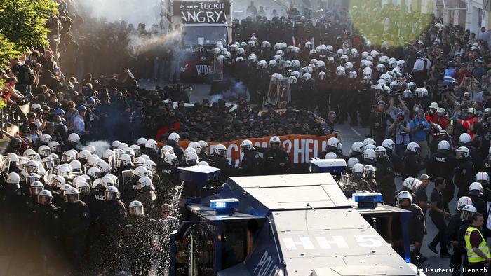 Участники акции протеста Welcome To Hell