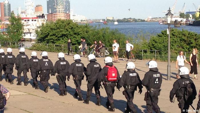 G20 Gipfel in Hamburg | Polizei Demonstration Welcome to hell (DW/J. Witt)