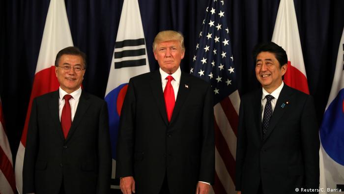Deutschland | G20 | Südkoreas Präsident Moon Jae-In, US-Präsident Donald Trump, Japans Premierminister Shinzo Abe (Reuters/C. Barria)