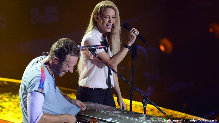 Shakira and Chris Martin perform (picture-alliance/dpa/D. Reinhardt)
