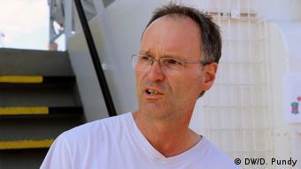 O συντονιστής του ιδιωτικού σωστικού συνεργείου στο πλοίο MS Aquarius, Χάουκε Μακ.