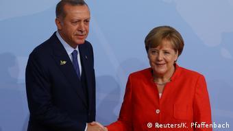 Η ΆγκελαΜέρκελ επέλεξε να βολιδοσκοπήσει χθες τον τούρκο πρόεδρο Ερντογάν