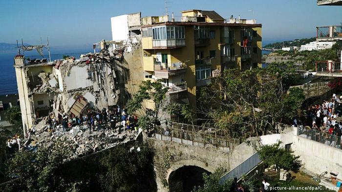 Apartment Building italian apartment building collapses in naples | news | dw | 07.07