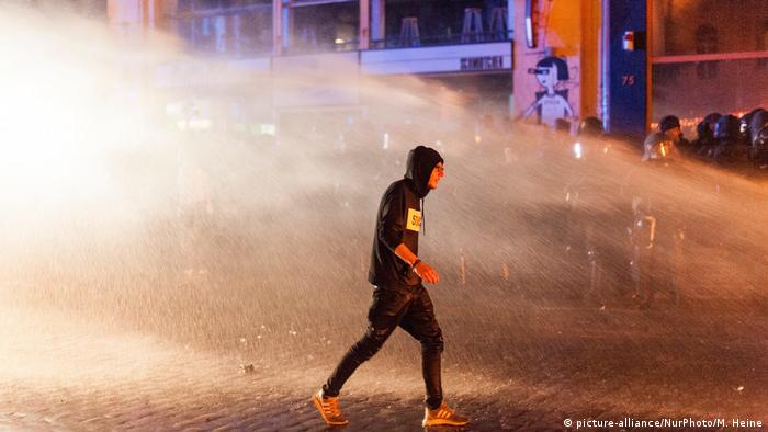 Поліція у Гамбурзі застосувала водомети