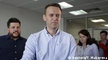 Russland Moskau - Alexei Navalny anführer der Opposition spricht mit Journalisten nach seiner Freilassung Moscow