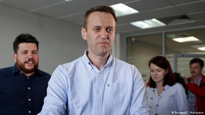 Russland Moskau - Alexei Navalny anführer der Opposition spricht mit Journalisten nach seiner Freilassung Moscow (Reuters/T. Makeyeva)