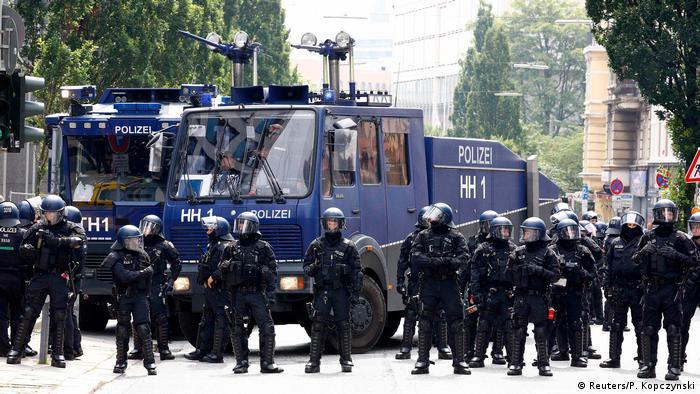 Немецкие полицейские на саммите G20 в Гамбурге