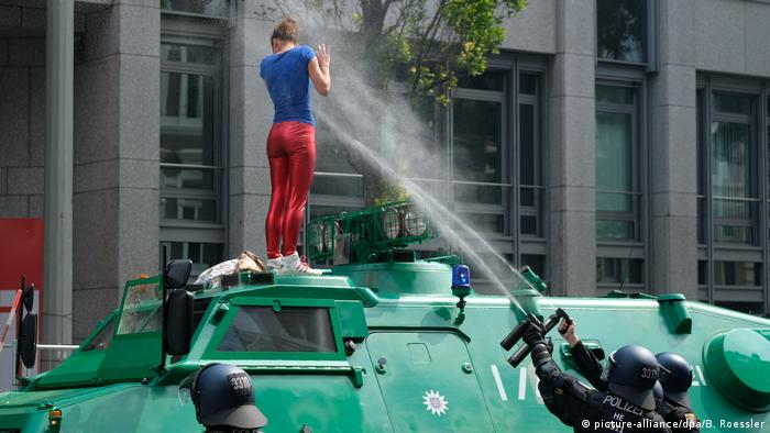 G20 Gipfel - Demonstrationen (picture-alliance/dpa/B. Roessler)
