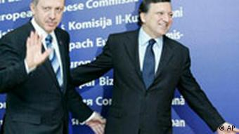 EU Commission President Jose Manuel Barroso, right, with Turkey's Prime Minister Recep Tayyip Erdogan