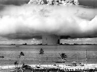 Взрыв американской атомной бомбы на атолле Бикини в 1946 году (фото из архива)