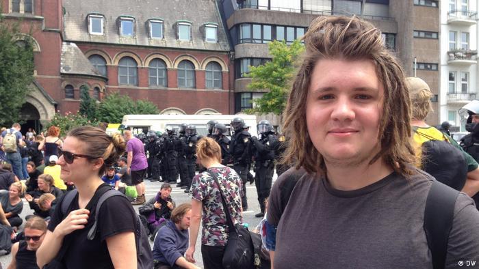 Учасники мирних протестів у Гамбурзі