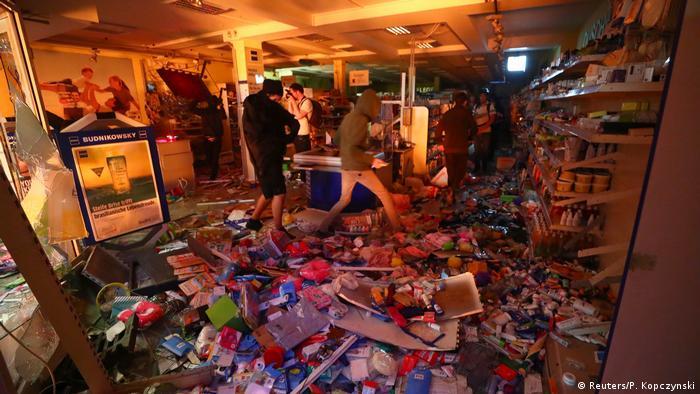 Разгромленный магазин в Гамбурге после протестов