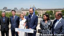 Frankreich Paris Premierminister Edouard Philippe (M), Valerie Pecresse, President of the Ile-de-France region, and Paris Mayor Hidalgo PK