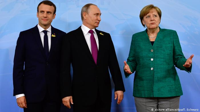 Макрон (л), Путін та Меркель у Гамбурзі, липень 2017