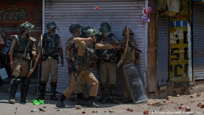 India Kashmir protest (Picture alliance/AP Photo/D. Yasin)