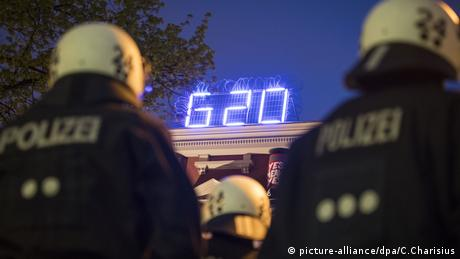Germany, Hamburg, G20 Protests, Rote Flora (picture-alliance/dpa/C.Charisius)