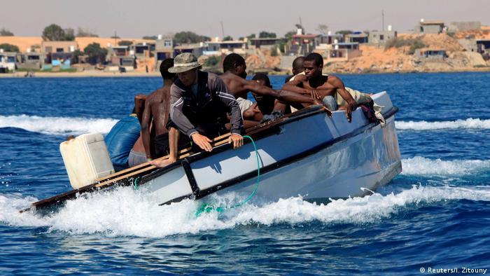 Libyen Flüchtlinge aus Seenot gerettet (Reuters/I. Zitouny)