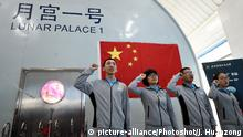 Space experiment volunteers Beijing (picture-alliance/Photoshot/J. Huanzong)