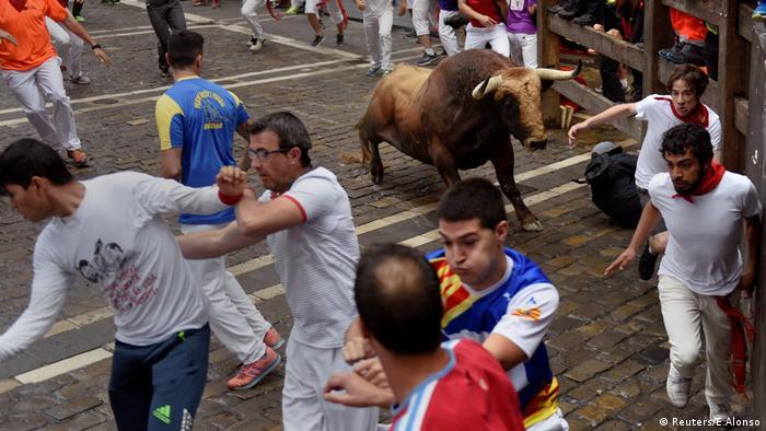 Stierhatz in Pamplona Spanien (Reuters/E.Alonso)
