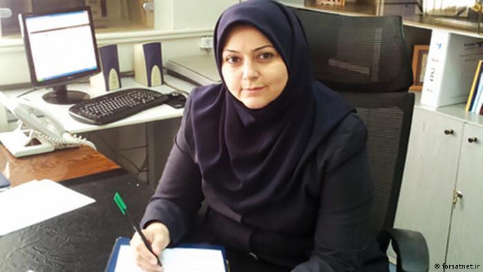 نوعی از پوشش سر تا پایین سینه برای زنان است که به ویژه در ایران بعد از انقلاب اسلامی رایج شد. از این سرپوش معمولا در ادارات، بیمارستانها، تیمهای ورزشی زنانه، مدارس و مکانهای عمومی دیگر استفاده میشود و استفاده از آن به نسبت روسری و شال آسانتر است.